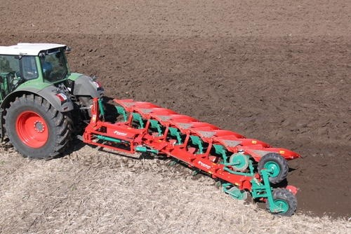 On-land/In-furrow ploughing with 2x 6 furrow ploughs